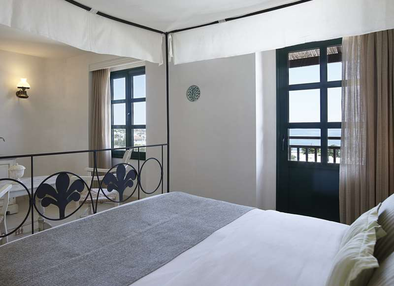 Deluxe 2-Bedrooms Sea View Suite 2